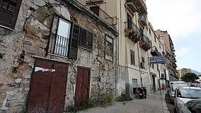 Le otto porte della città sfuggite a bombe e vandali  di LINO BUSCEMI