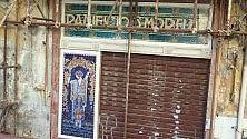 La pupa del Capo  in restauro  al suo posto una foto