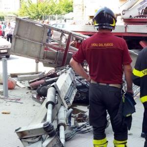 Incidenti lavoro: camion-gru si ribalta a Palermo, un ferito grave