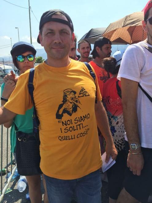 Messina, la lunga attesa sotto al sole del popolo di Vasco