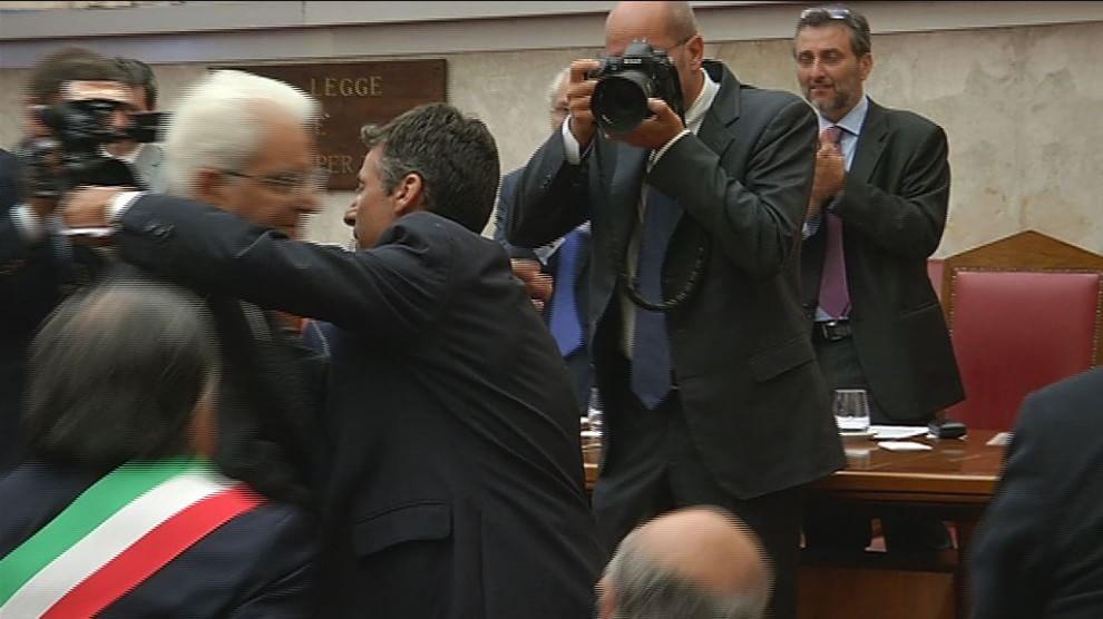 L'anniversario della strage di via D'Amelio, l'abbraccio di Mattarella a Manfredi Borsellino