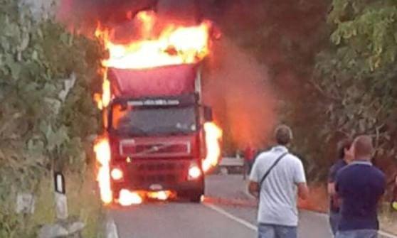 Tir in fiamme sulla tratta Catania-Palermo$