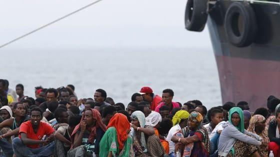 Migranti, naufragio con decine di vittime al largo della Libia