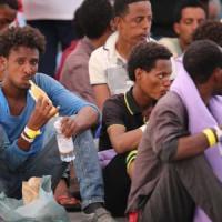 Migranti: quasi 800 profughi sbarcati a Palermo, altri 468 a Pozzallo, 102 a Trapani....