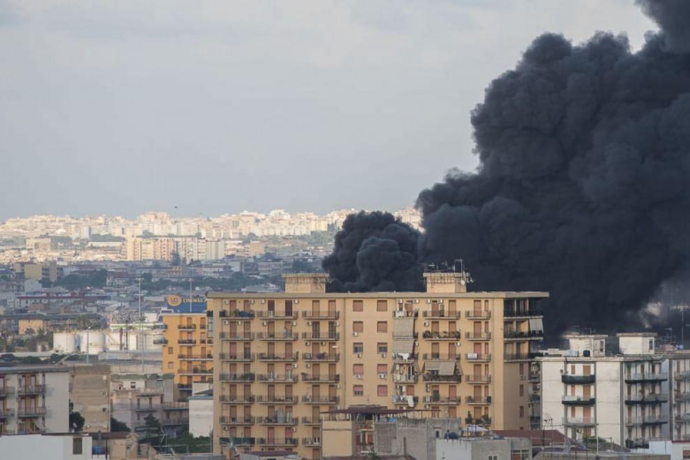 Incendio a Brancaccio, il fumo sul Forum