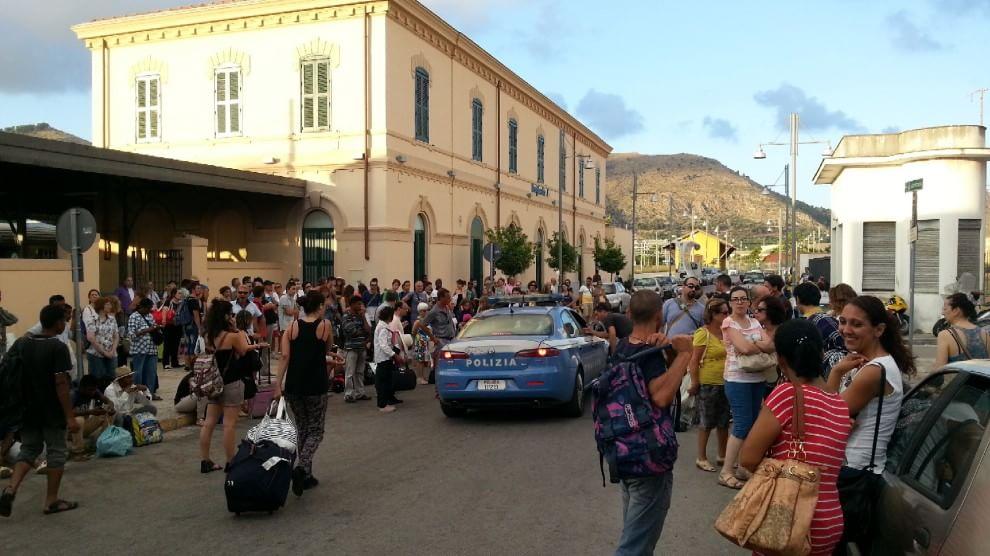 Incendio a Brancaccio, caos alla stazione di Bagheria