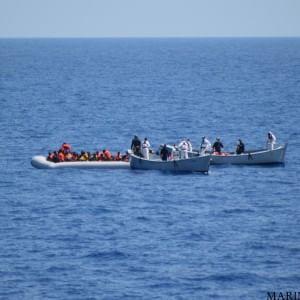 Immigrazione: 50 dispersi al largo della Libia, salvate 119 persone