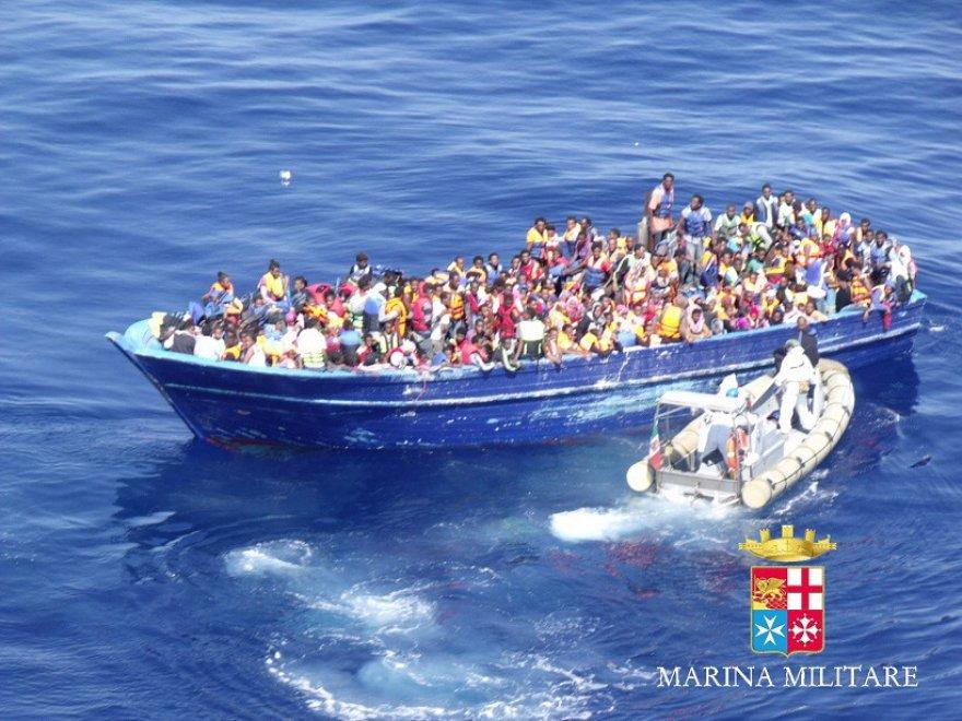 Migranti, i soccorsi ai 22 barconi nel Canale di Sicilia