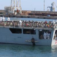 Al porto di Palermo 548 migranti, i minori soli sono 45. Il comandante: 'tragedia sfiorata'