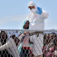 Migranti, quindicenne somalo muore dopo le violenze subite in Libia