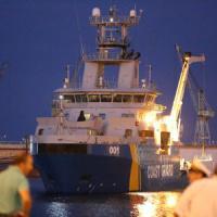 A Palermo i 51 migranti morti asfissiati, arrivata la Poseidon con 571 superstiti