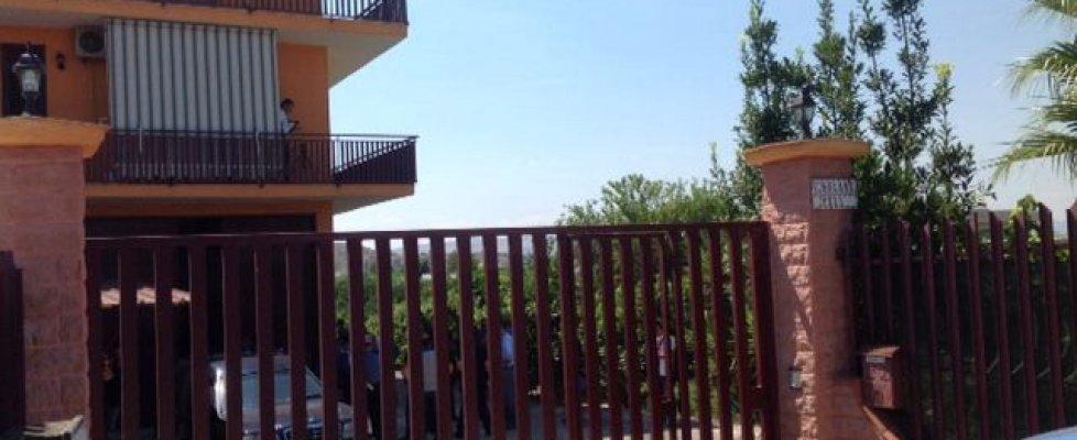 Catania, coppia uccisa in casa: lei gettata dal balcone. Fermato profugo nel centro di Mineo