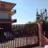 Catania, coppia uccisa in casa: lei gettata dal balcone. Fermato profugo nel centro di...