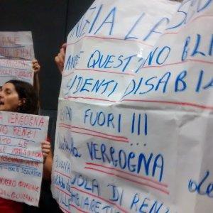 Palermo, Faraone contestato dai precari della scuola alla Festa dell'Unità