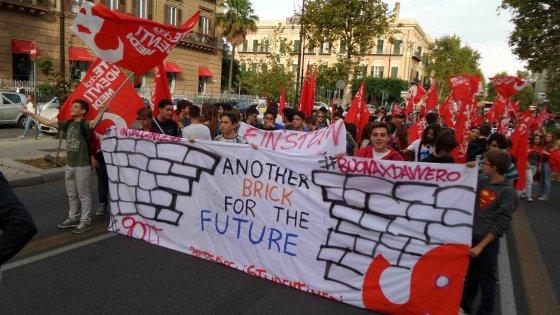 Studenti in piazza contro la riforma Renzi, a Palermo due cortei