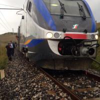 Maltempo, treno esce dai binari nel Nisseno. Le foto dei passeggeri