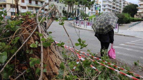 Bufera sulla Sicilia: danni e paura. Tempesta sulle Eolie