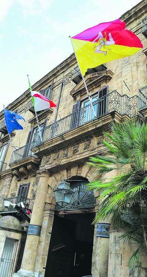Regione Sicilia, gli assessori e il Collocamento degli staff: ottocento nomine in tre anni