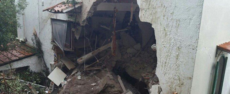 Tragedia a Palermo, un masso travolge un'anziana in casa$