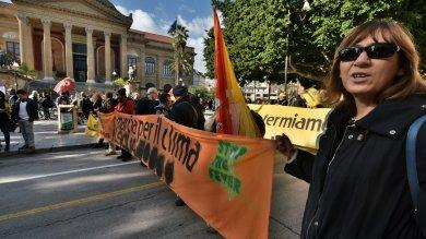 Palermo, centinaia di ambientalisti  alla marcia per il clima  foto   di MIKE PALAZZOTTO