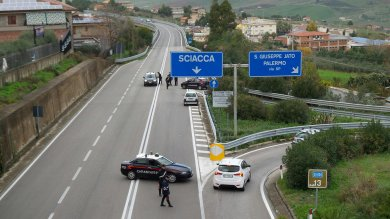 """Chiusa dai carabinieri la Palermo-Sciacca   ft  """"Un pilone sta cedendo """", Anas smentisce """"Strada subito riaperta, è così da anni""""   vd"""