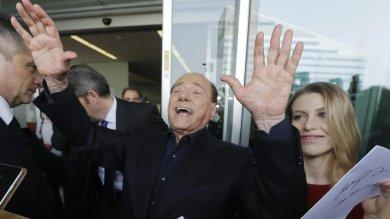 """Berlusconi """"appare"""" a Bagheria e attacca M5S """"Ovunque amministra lo fa molto male un disastro se andasse al governo"""""""