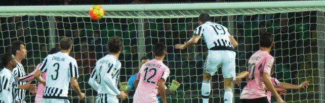 Palermo-Juventus 0-3 la cronaca    i rosa resistono un'ora, poi il crollo nel finale         foto   controlli e metal detector, stadio blindato    video tifosi in fila, niente paura: giusto così    di MASSIMO NORRITO, VALERIO TRIPI-FOTO MIKE PALAZZOTTO-VIDEO GIORGIO RUTA