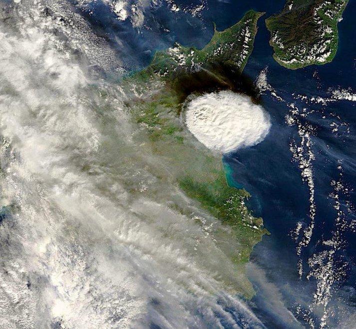 Etna,da 570.000 mila anni compagna di vita - Pagina 4 095156580-e91e8020-26f1-46ed-9a0c-09bd9d64aca4