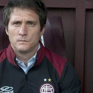 """Palermo Calcio, nuovo allenatore a sorpresa: è Schelotto. Viviani """"traghettatore"""""""