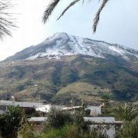 Primo freddo, neve attorno a Palermo e lo Stromboli imbiancato