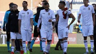 """Genoa-Palermo 4-0   la cronaca da Marassi     Crollo dei rosanero, adesso quartultimi     cori di scherno: """"Sorrentino esonerato""""       Viviani: """"Siamo in piena emergenza """"   di VALERIO TRIPI"""