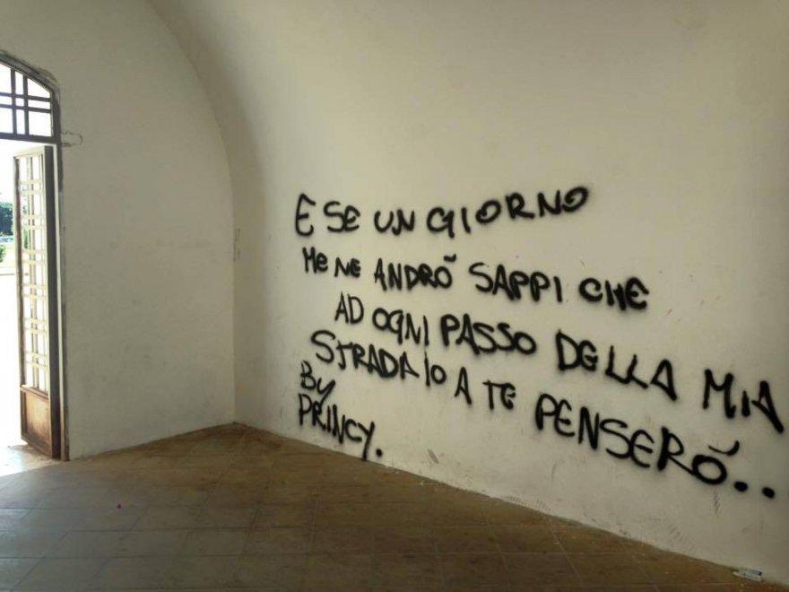 Zisa, i volontari ripuliscono le pareti del Castello scarabocchiate dai vandali