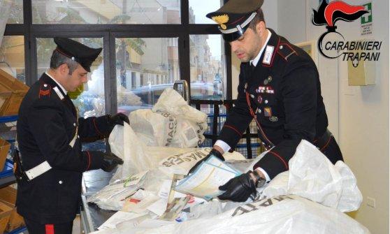 Mazara del Vallo, 700 chili di lettere in casa: denunciato il postino ladro di posta