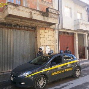 Suicida per sfratto, M5s compra la casa e la restituisce alla famiglia Guarascio