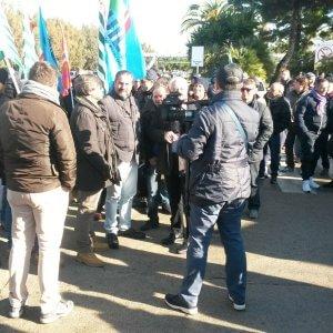 Gela, settimo giorno di protesta: bloccati gli ingressi della raffineria
