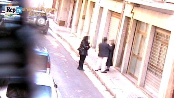 Pachino, timbravano il cartellino e poi andavano a caccia o a fare shopping: sette denunce (video)