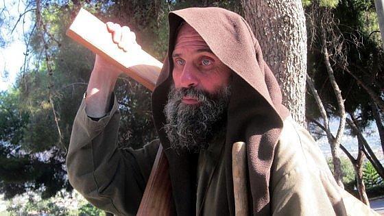 In vendita i capannoni promessi a Biagio Conte, la protesta del missionario laico