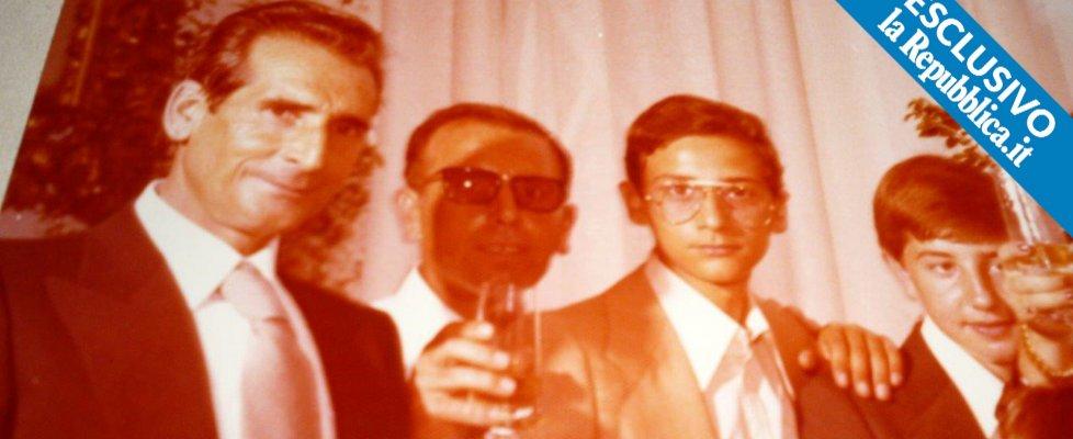 Messina Denaro, ritratto del boss da giovane. Ecco la foto mai vista: a una festa con il padre
