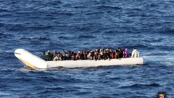 Migranti: affonda gommone al largo della Libia, sei morti