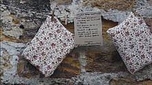 In via del Celso il muro della gentilezza per il libero baratto