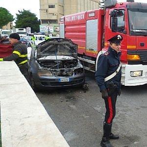 Palermo, disoccupato da anni si uccide dandosi fuoco in auto