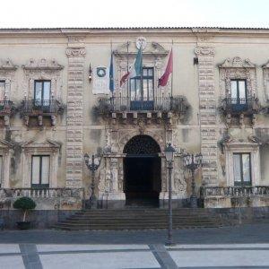 Acireale, maxi blitz contro i furbetti del cartellino al Comune: tre arrestati, 62 indagati (video)