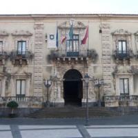 Acireale, maxi blitz contro i furbetti del cartellino al Comune: tre arrestati, 62...