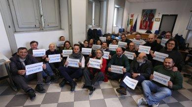 #Tuttigiùperterra, flashmob per i migranti alla prima circoscrizione  foto   di ISABELLA NAPOLI Foto IGOR PETYX
