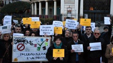 Palermo: flashmob al Politeama  per chiedere una città pulita  foto   di ISABELLA NAPOLI Foto di MIKE PALAZZOTTO