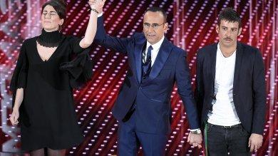 """Sanremo, l'abbraccio Miele-Gabbani  video      Fragola: """"Voglio ricordarmi questa finale""""     maxi schermo in piazza a Ragusa"""