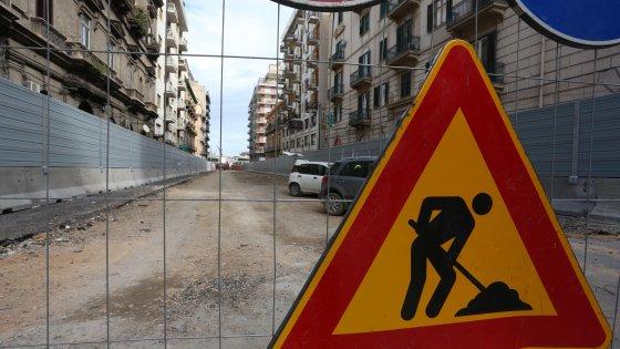 Anello ferroviario, stop al cantiere: operai in sciopero a oltranza