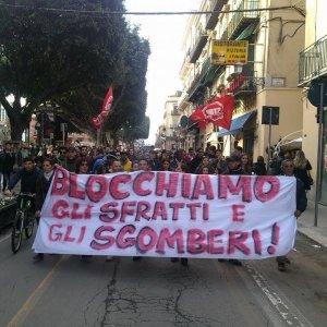 Palermo, proteste per sfratto a famiglia di minore disabile: sgombero rinviato (video)