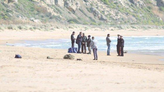 Decine di migranti sbarcano sulle coste di Agrigento. Ci sono vittime