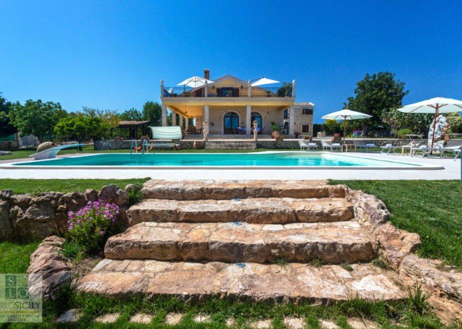 Le ville di lusso siciliane in affitto ai magnati di usa e for Ville di lusso in affitto